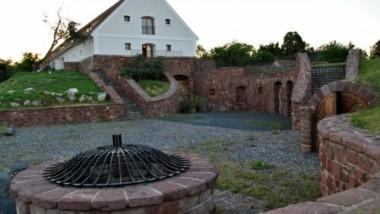 Balatonalmádi város tulajdona lett a vörösberényi Magtár épülete
