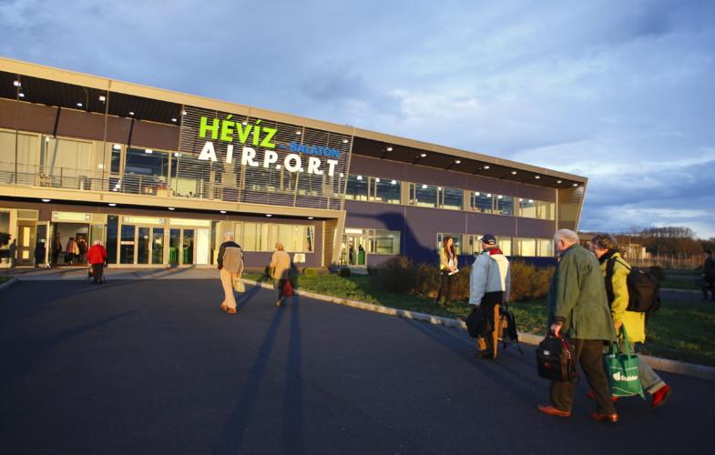 Újraindulnak a prágai repülőjáratok Sármellékről